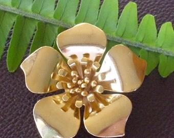 Vintage Dimensional Flower Pin Brooch