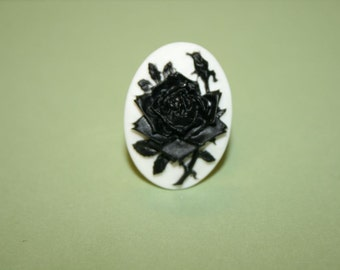 Medium Black Rose Cameo Ring