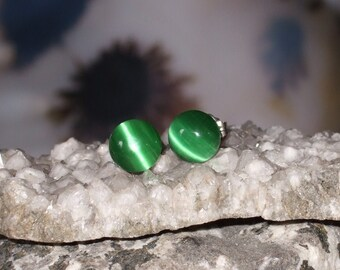 Rich Green Fibre Optic Stud Earrings Earings Titanium Ear Post and Clutch Hypo Allergenic 8mm Round Cats Eye