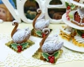Gingerbread Swan - Individual Christmas Pastry - 12th Scale Miniature Food - ParisMiniatures
