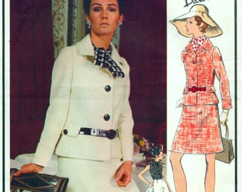 UNCUT * Beautiful  VOGUE Paris Original Sewing Pattern 2251 by Pierre Balmain - Two Piece Suit and Blouse  - FF with Label - Size 10