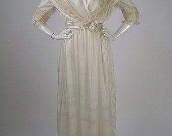 Vintage 1910s Edwardian Wedding Dress, Embroidered Ivory Tissue Silk, Empire Waist Capelet Collar, Size XS B34 W23