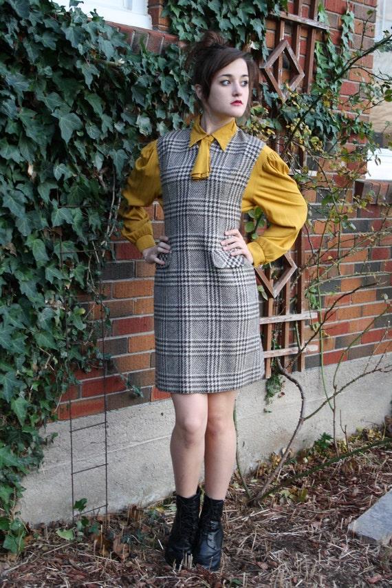 ON SALE vintage 70s jumper/  brown plaid dress/  schoolgirl geek chic / COUNTDOWN to Christmas Sale