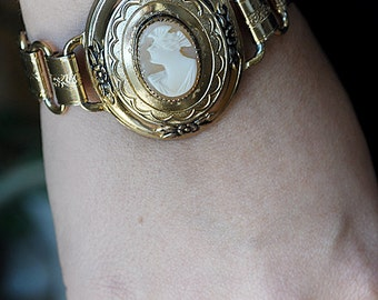 Cameo Bracelet Vintage Coro