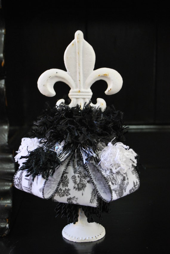 Fleur de lis home decor tassel black and white toile for Fleur de lis home decorations