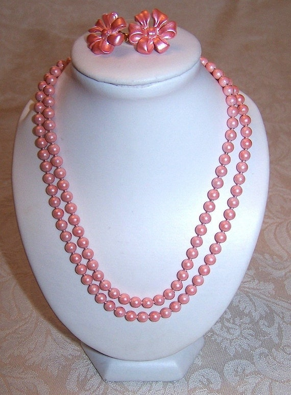 Vintage Salmon Pink Bead Necklace and Daisy Pierced Earrings Demi Parure Set