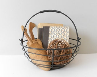 industrial black metal round wire basket // minimalist bowl