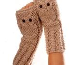 Owl fingerless mittens / gloves /wristwarmers in oatmeal, wool alpaca acrylic yarn blend
