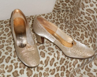 Vintage 60s Classy Gold Tone Rhinestone Accented Socialites