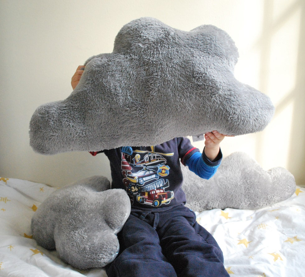 Like on a cloud: a giant pillow that conquered the Internet 18