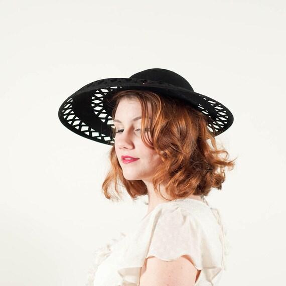vintage 1940s hat / wide brim hat / Cutouts