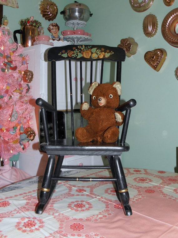 Vintage child rocking chair oak hill rocking chair small for Small chair for kid