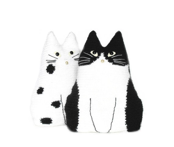 crochet cat toy pillows set, Black and White cat stuffy, stuffed cat pillow, cat toy pillow, animal cat pillow, cat toy crochet, set of 2