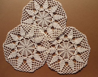 Crochet coaster , set of 3 round crocheted doiles ,lace ,table decoration ,hostess gift ,ecru