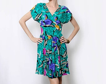 Vintage 80s Floral Green Dress / Bold Print / Flowy