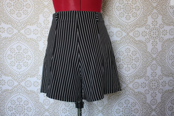 Vintage Black and White Stripe High Waist Shorts S/M