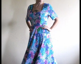 Vintage 90s Dress . Floral Summer Dress with Sweetheart Neck. French Vintage. Size Large