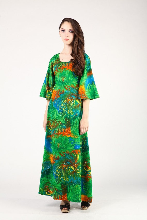 Kelly Green/ Hippie Dress/ 1970's /Funky Print