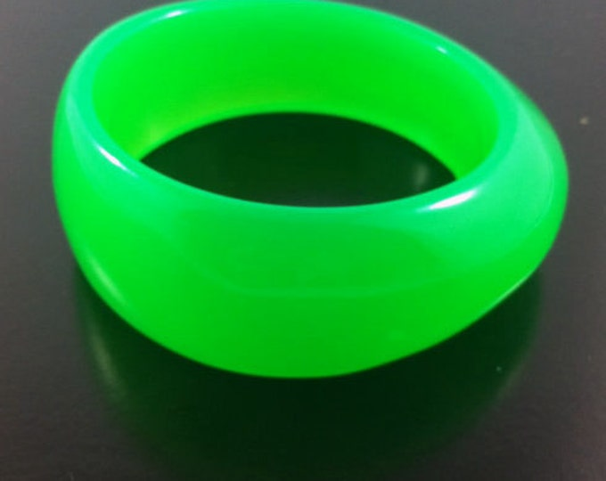 Glowing Vintage Green Lucite Bracelet, interesting shape, bangle, bright neon, Kenneth j Lane.