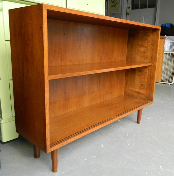 Vintage mid century bookcase media center in walnut for Media center with bookshelves