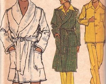 Mens Classic Pajama & Robe Pattern Vogue 8359 Size Large Uncut