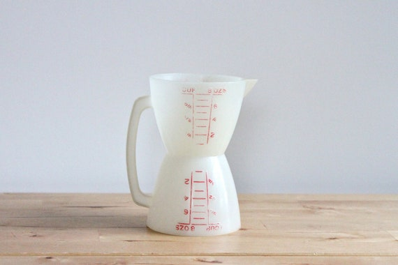 Tupperware Wet Dry Measuring Cup - Two Sided Plastic One Cup Measurements with Spout