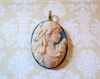 Victorian Lady Cameo Pendant (blue and white)