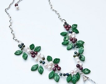 Green Leaf Necklace, Beaded Necklace, Nature Jewelry, Green Leaf Jewelry,