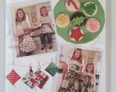 Simplicity 2492, Mom and Daughter Aprons, Kitchen Accessories and Felt Food, All Sizes