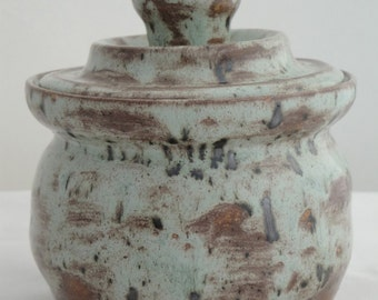 Little pot with lid