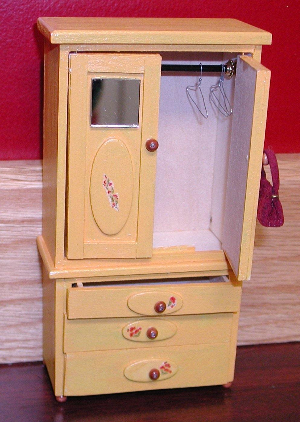 Au prix de la VENTE Armoire jaune 3 tiroirs 2 portes de