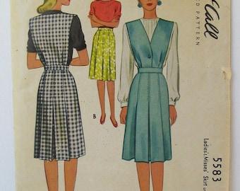 """Vintage McCalls 5583 1940s V Neck Jumper, Pleated Skirt  Bust 34"""" vintage size 16 = modern size 12"""