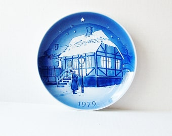 1979 Old Copenhagen Blue Denmark, The Old Street Lamp Collector Plate, Winter Holiday Home Decor, Christmas Decoration Cobalt Blue And White