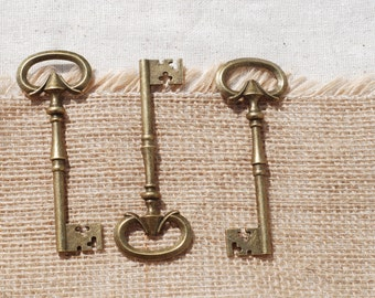 Antique Style Keys - 5 Count