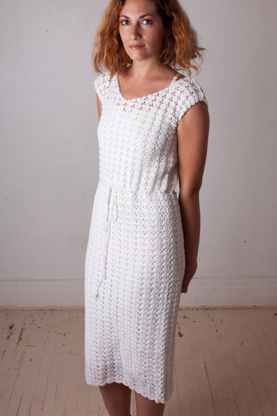 Vintage 70s White Crochet Day Dress size Medium / 1970s Boho Prairie belted sheer knit daydress OOAK / Cap Sleeves Pretty Perfect