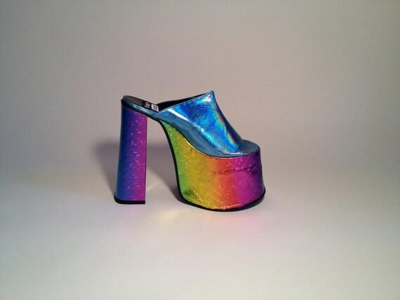 SALE /////// 90s Baby Blue Holographic Platform Heels // Club Kid / 6 36