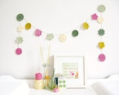 Yvonne : crochet flower garland in cute kawaii colours, spring home decor in pink, green & yellow - ready to ship