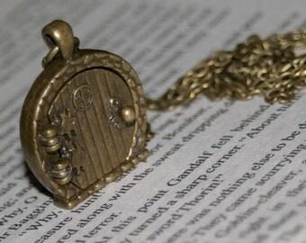 Hobbit Door Locket Necklace / Locket Necklace / Hobbit Inspired / Door Locket / Fairy Door / Gift For Her / Door Necklace / Photo Locket