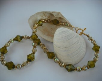 Beautiful Green Shimmer Necklace