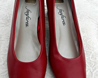 Vintage Red Fanfares Christy Pumps High Heel Shoes Sz 7.5