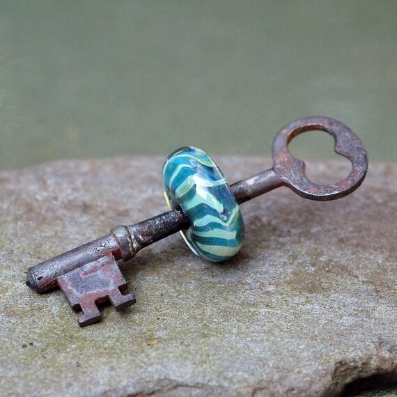 Skeleton Key Boro Glass Beaded Pendant Lampwork Bead Blue Green 52 Pick Up