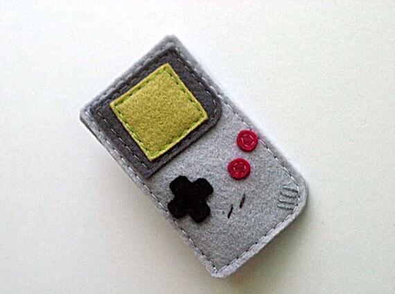 Gameboy Pin- 80s Retro Handheld Game Brooch