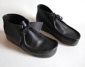 shoes women's 9 men's 7 black leather Clark's wallabees. high top. gummy soles.