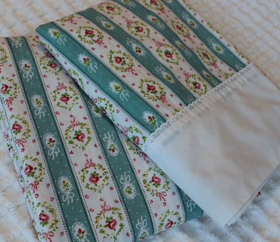 Sale - Vintage Percale Sheet Set - Twin Size - Cottage Style - Springmaid - Soft - Shabby Chic - Turquoise Red Pink with White