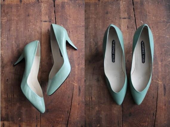 vintage celadon green leather pumps / size 8.5