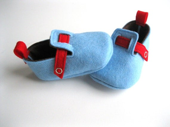 3-6 Month Size - Blue and Red - Baby Boys Soft Soled Shoes - Felt Infant House Shoes - Wool Felt Baby Boys Booties - READY TO SHIP