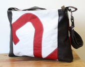 Sail bag with brown leather patches and red sailnumber 2