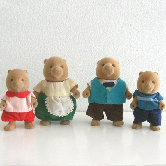 4 Vintage Maple Town 80s Toy Figures Flocked Beaver or Bear Family