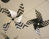Black and White Mobile / Crib Mobile / Baby Mobile / Nursery Decor / Pinwheels