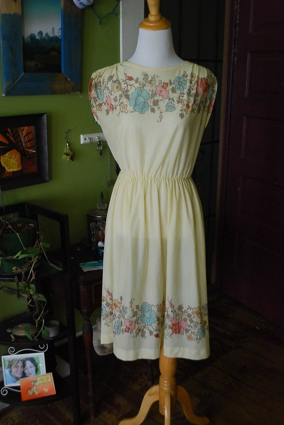 1970's day dreaming dress. SIZE M/L